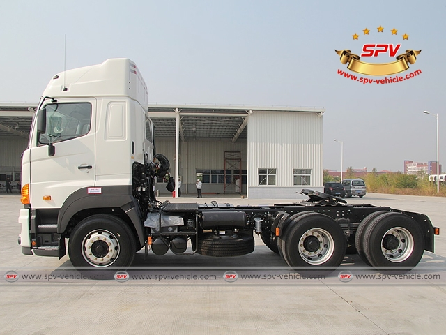 Side view of 6X4, 380HP, Tractor Head, HINO