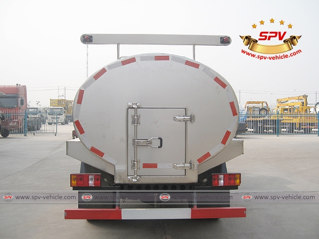 Back Side view of 4,000 Litres Milk Tank Truck-Forland