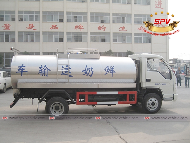 Side view of 4,000 Litres Milk Tank Truck-Forland