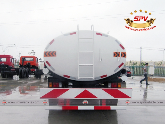Back View of 10,000 Litres Water Tanker Truck ISUZU