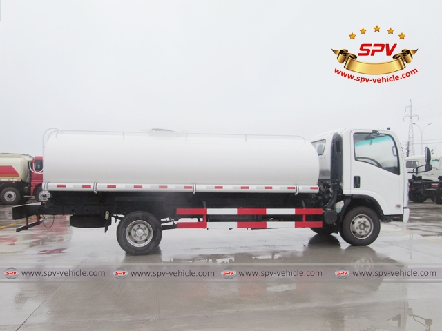 Side View of 10,000 Litres Water Tanker Truck ISUZU