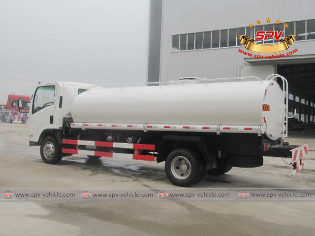 Right Back View of 10,000 Litres Water Tanker Truck ISUZU