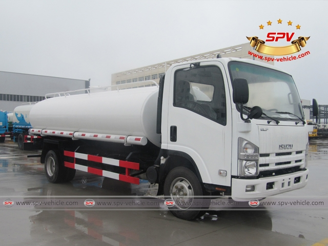 Right Front View of 10,000 Litres Water Tanker Truck ISUZU