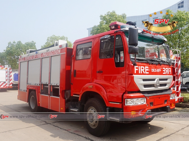 Right Front View of Fire Apparatus-Sinotruck