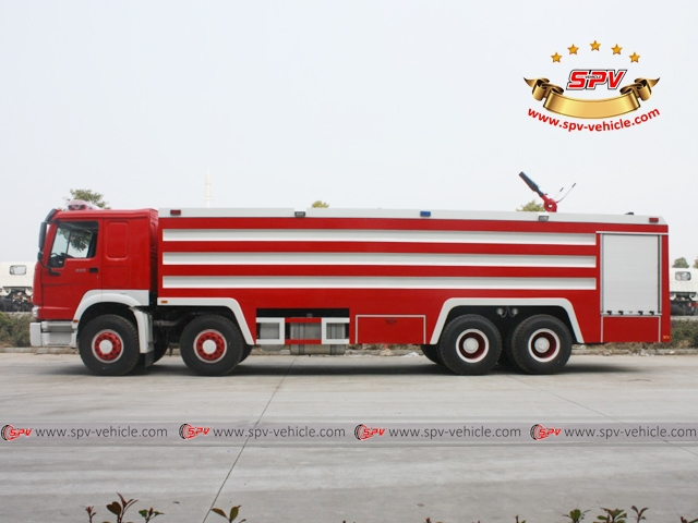 Side View of Fire Fighting Vehicle - HOWO 8x4