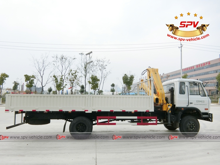 Side view of 5 Ton Self loader truck Dongfeng
