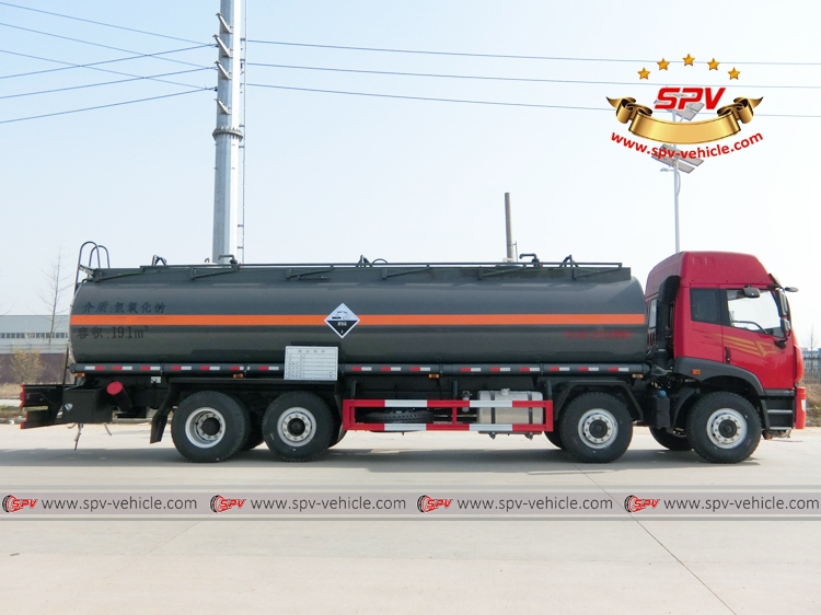 Right side view of Chemical Liquid Tanker Truck FAW