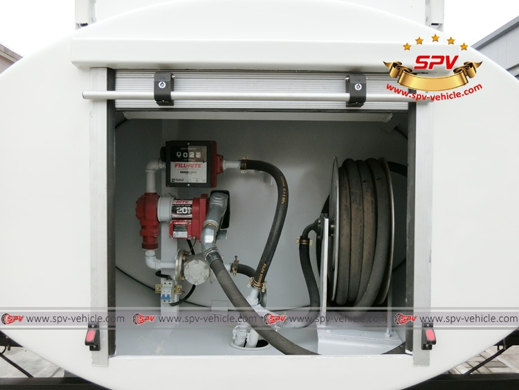 Stainless Steel Fuel Tank Truck ISUZU (capacity: 4,000 liters) Electrical Pump System 2