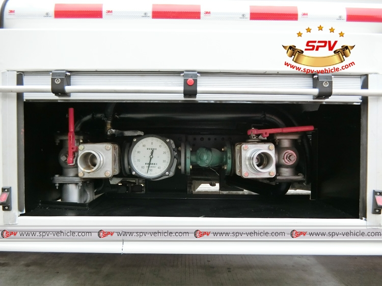Stainless Steel Fuel Tank Truck ISUZU (capacity: 4,000 liters) Mechnical Pump System 2