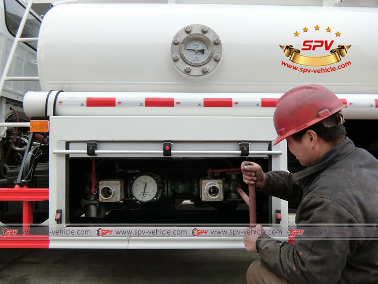 Stainless Steel Fuel Tank Truck ISUZU (capacity: 4,000 liters) Mechnical Pump System