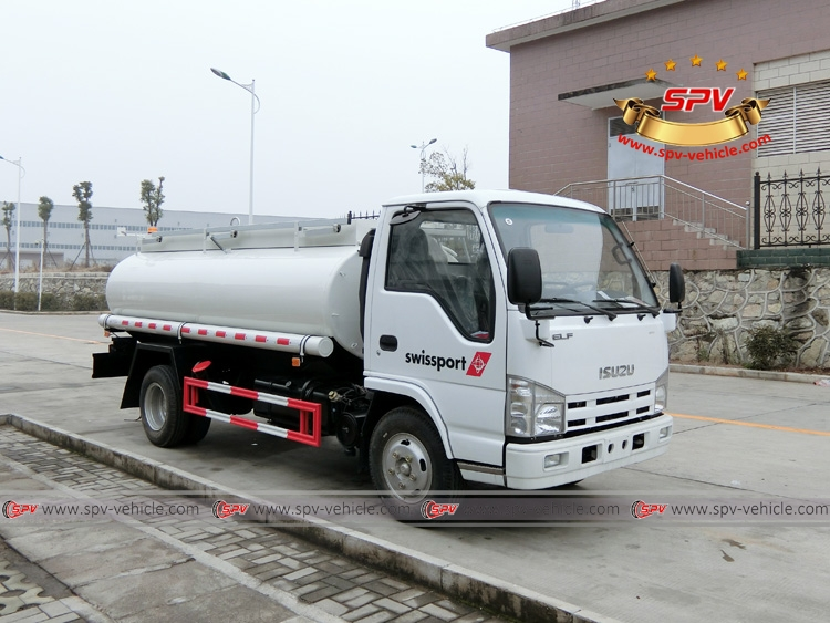 Stainless Steel Fuel Tank Truck ISUZU (4,000 Liters) Right Front View