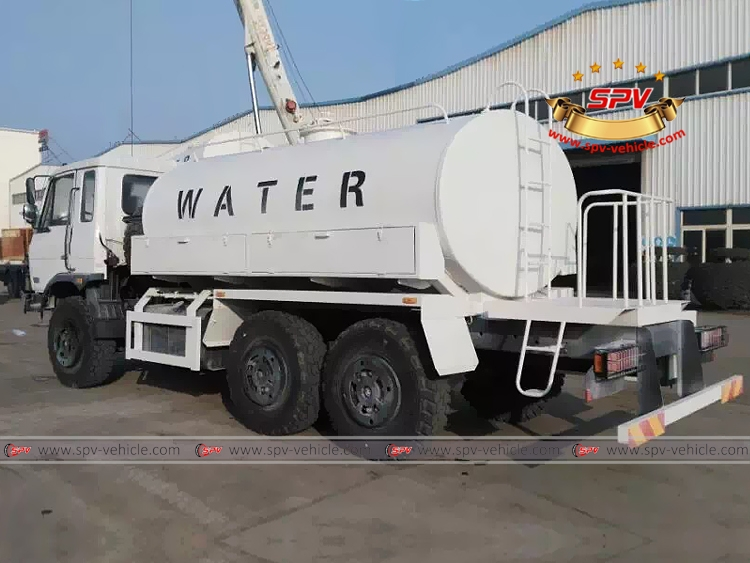 Dongfeng 6X6 drive water bowser-B