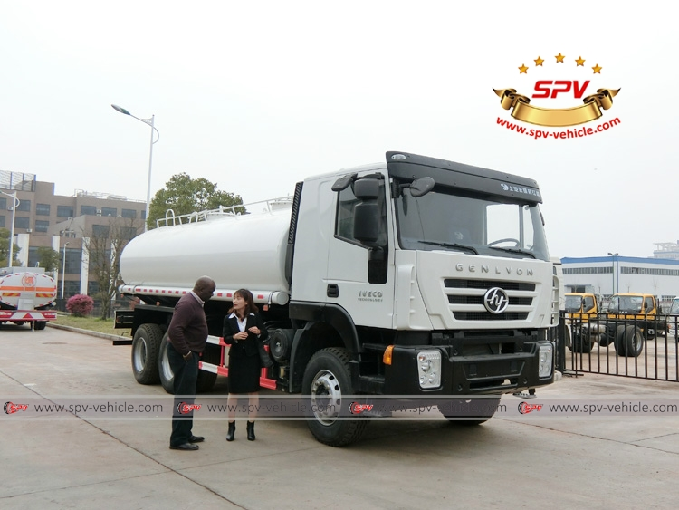Sierra Leone client came for inspection on IVECO water bowser 20,000 liters (Genlyon)