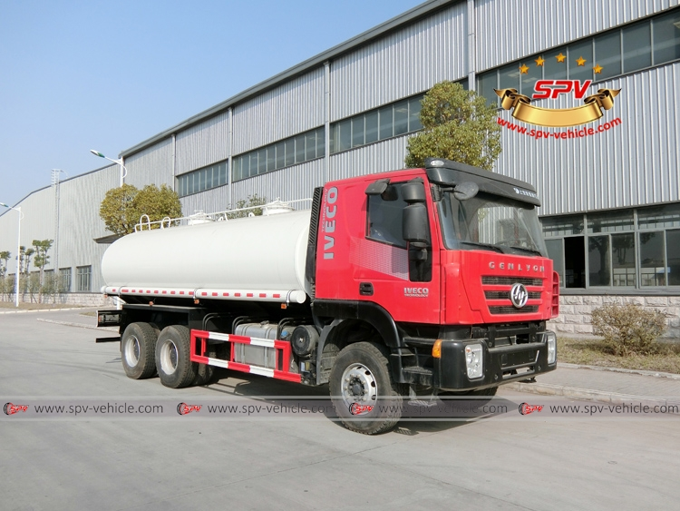 Front Right View: Water Bowser 20,000 liters IVECO Red