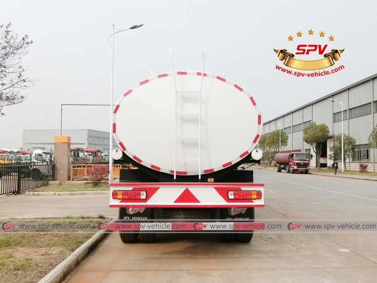 Rear View: Water Bowser 20,000 liters IVECO White