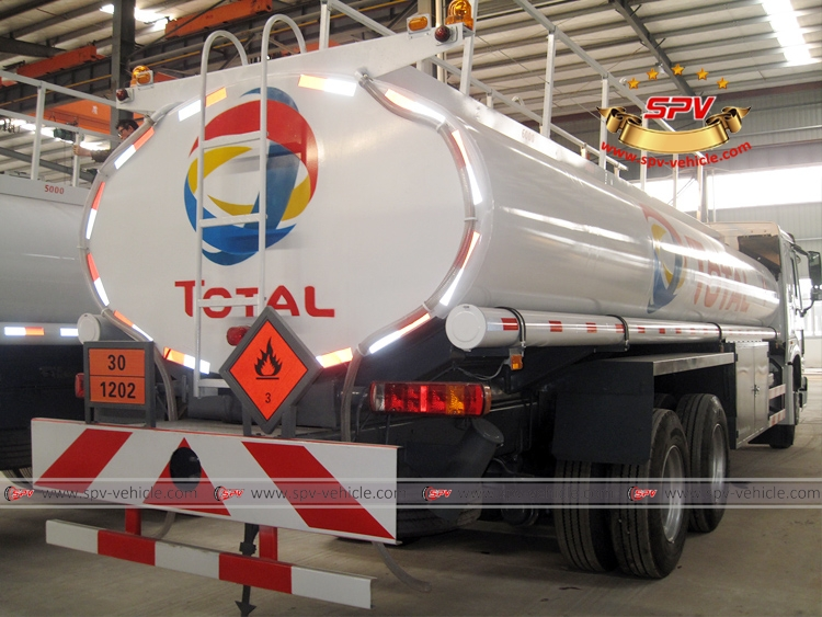 Oil Bowser Sinotruk - RB
