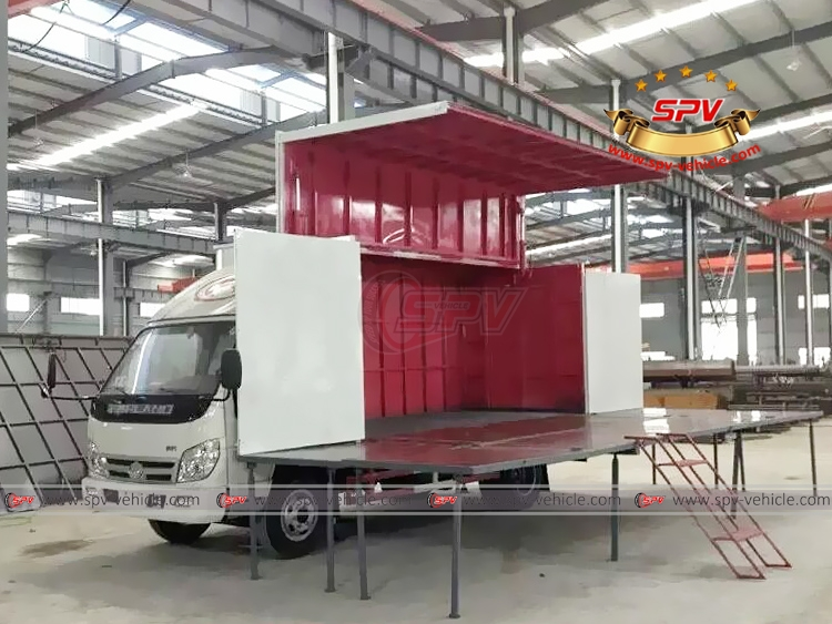 Mobile Show Truck Forland - In Workshop