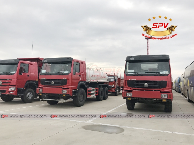 10,000 Litres 4X4 Fuel Tank Truck Siontruk - In Shanghai Port